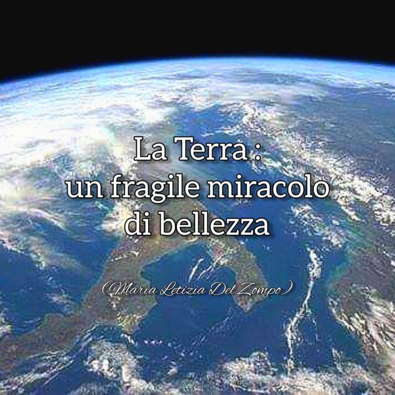 Giornata mondiale della Terra - Immagine della Terra vista dallo spazio con frase di Maria Letizia Del Zompo: La Terra. un fragile miracolo di bellezza