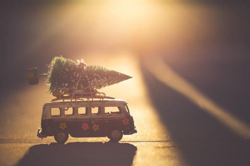 Poesie sul Natale - Mini bus con abete